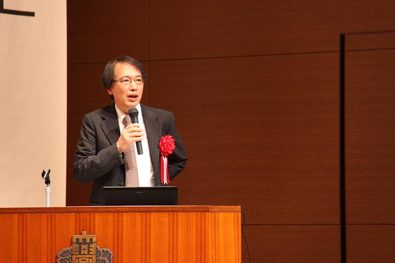 写真:亀山郁夫氏のご講演の様子